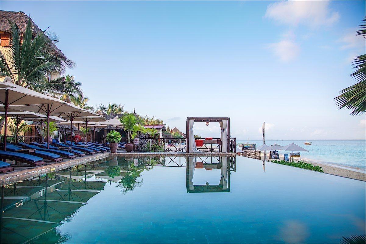 Z Hotel External infinity Pool-resized
