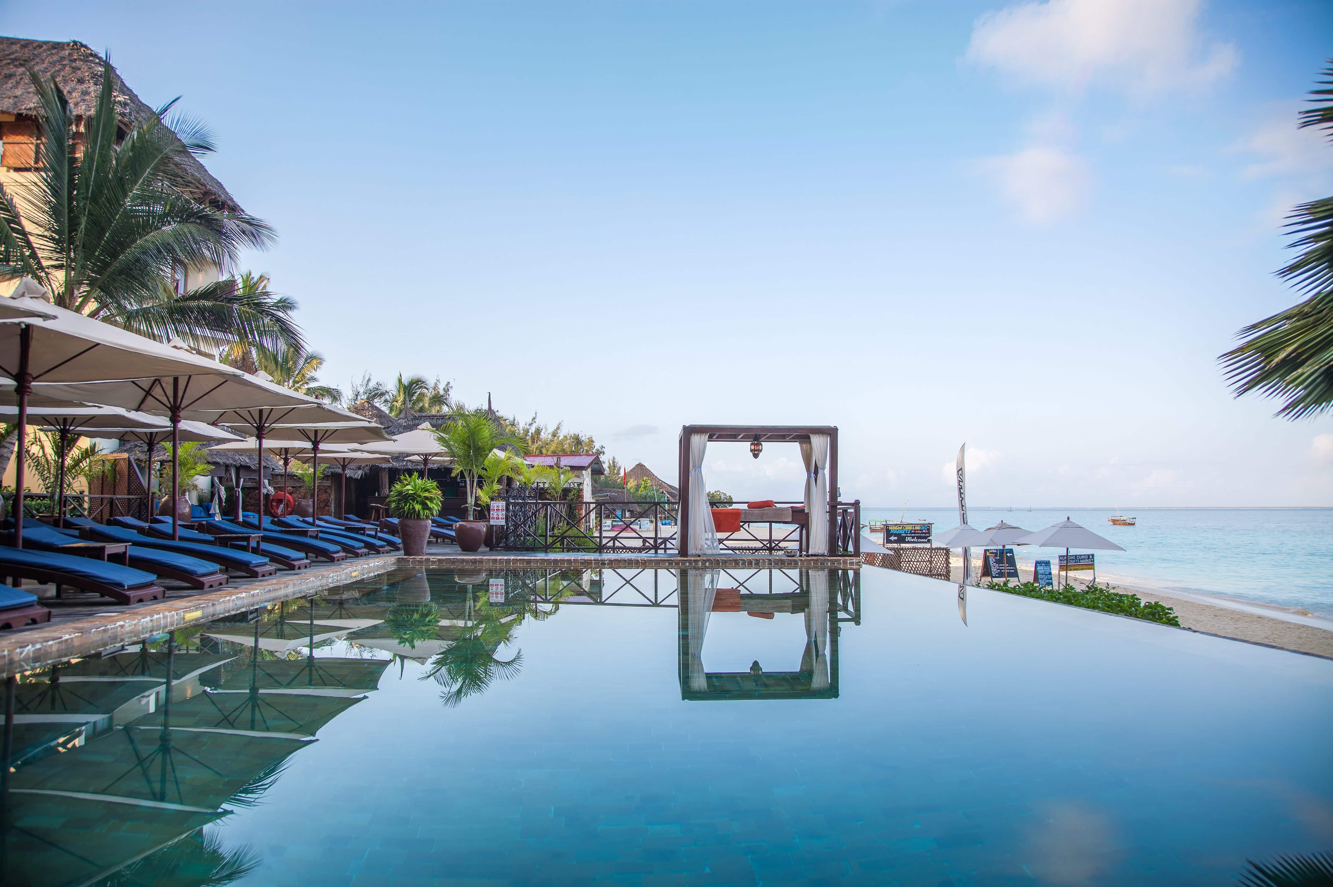 Z Hotel External infinity Pool